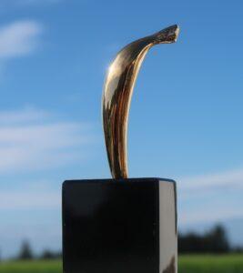 Anni Kristine konstnär, skulptur i Våga Se - Konst 2020. Banan