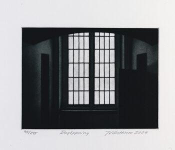 Konstnär Jukka Vänttinen. Konstverk benämning JUVÄ1 'Dagöppning', mezzotint, pappersmått: 36x26 cm, upplaga 295. Våga Se - Konst