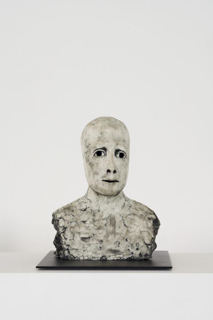 Ellen Lindström, Tålamod. Vinst i Våga Se - Konst konstlotteri 2021. Stengods och metall, ca 20x20x20 cm
