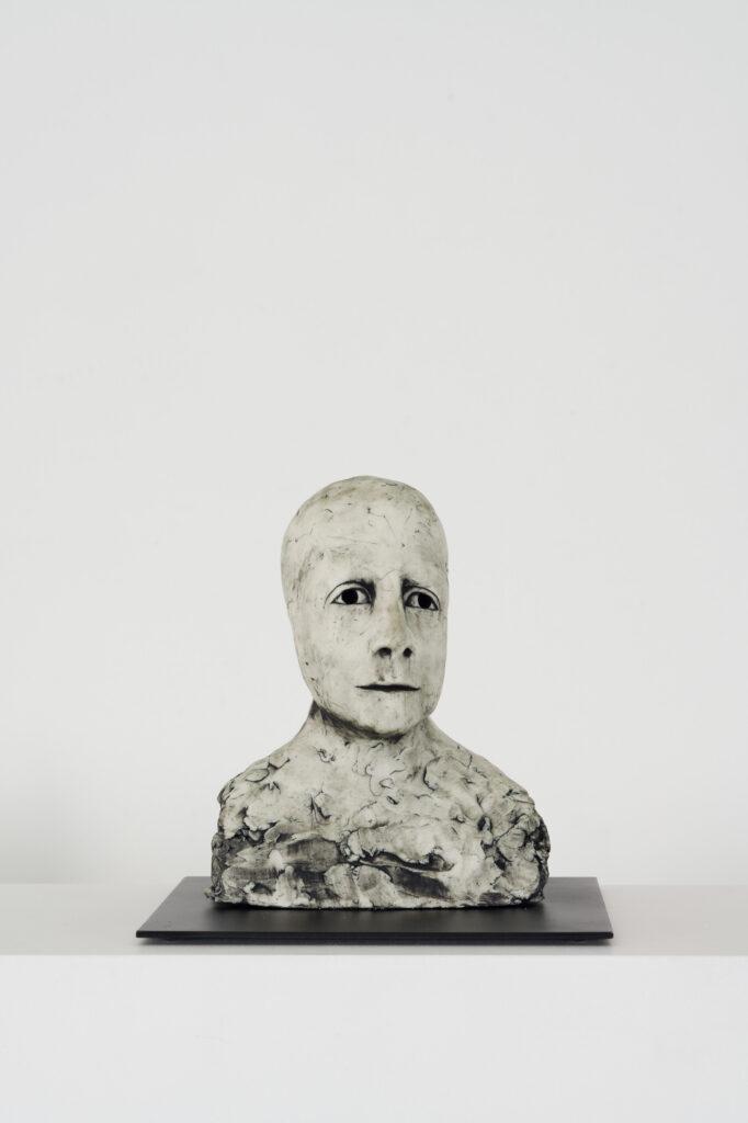 Ellen Lindström, Tillförsikt. Vinst i Våga Se - Konst, konstlotteri 2021. Stengods och metall, ca 17x20x20 cm.