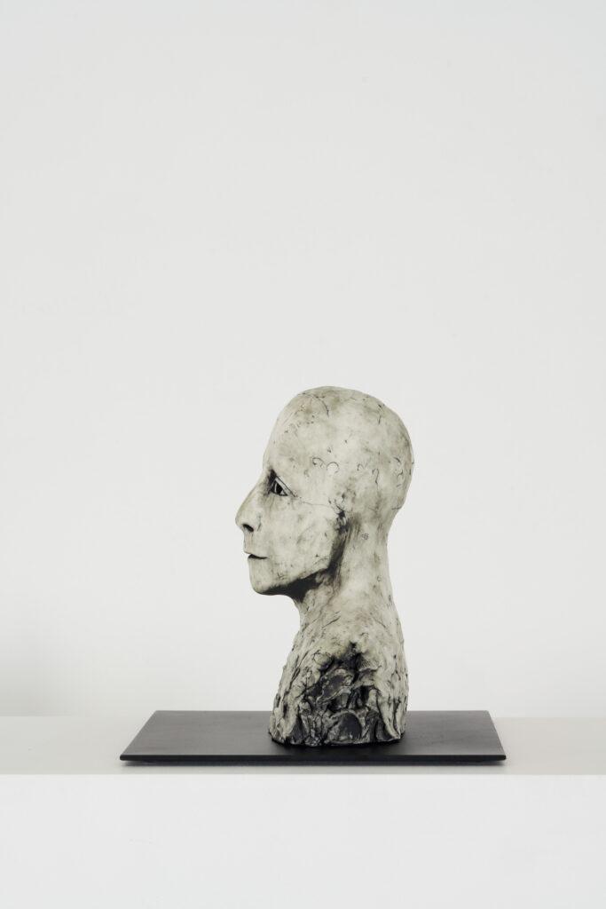 Ellen Lindström, Begrundad. Vinst i Våga Se - Konst, konstlotteri 2021. Stengods och metall, ca 18x20x20 cm