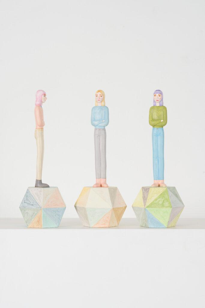 Sara Nilsson, Eko. Nummer 6, 7, 8. Vinster i Våga Se - Konst konstlotteri 2021. 3D-print av träbaserad biokomposit. 11x29x10 cm. Upplaga 8.